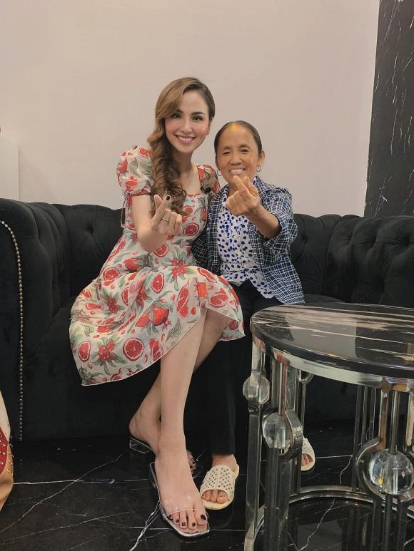 """Cùng 1 khung hình, hoa hậu Diễm Hương bị bà Tân Vlog """"lấn át"""" vì lý do bất ngờ - 1"""