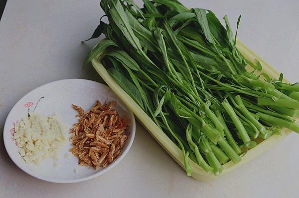 Chỉ cần thêm nguyên liệu này, món rau muống xào bỗng trở nên thơm ngon, vạn người mê - 1