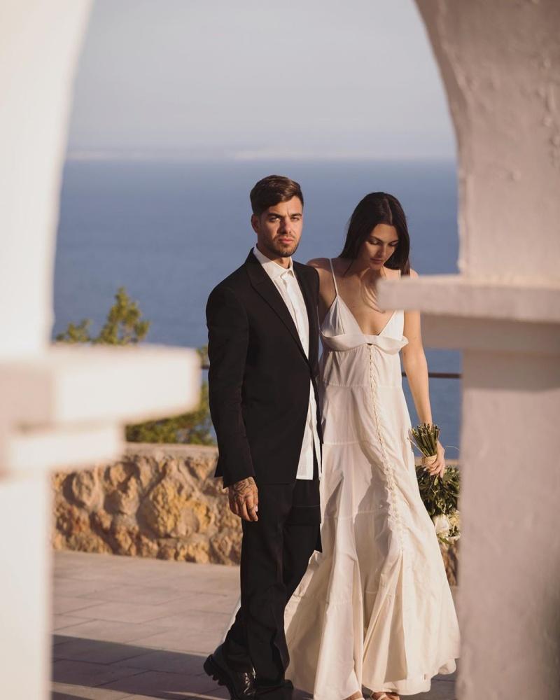 """Váy cưới tối giản của """"nữ thần Hy Lạp"""" - 1"""