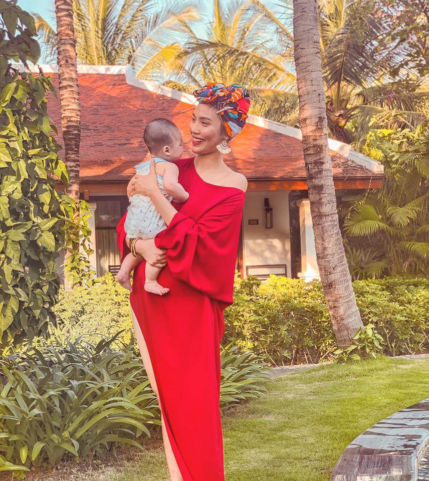 """Làm dâu nhà đế chế """"siêu giàu"""", Lan Khuê đòi thuê cùng lúc 10 vú nuôi chăm em bé - 1"""