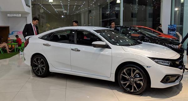 Giá xe Honda Civic tháng 6/2020: Giá lăn bánh và thông số kỹ thuật - 1