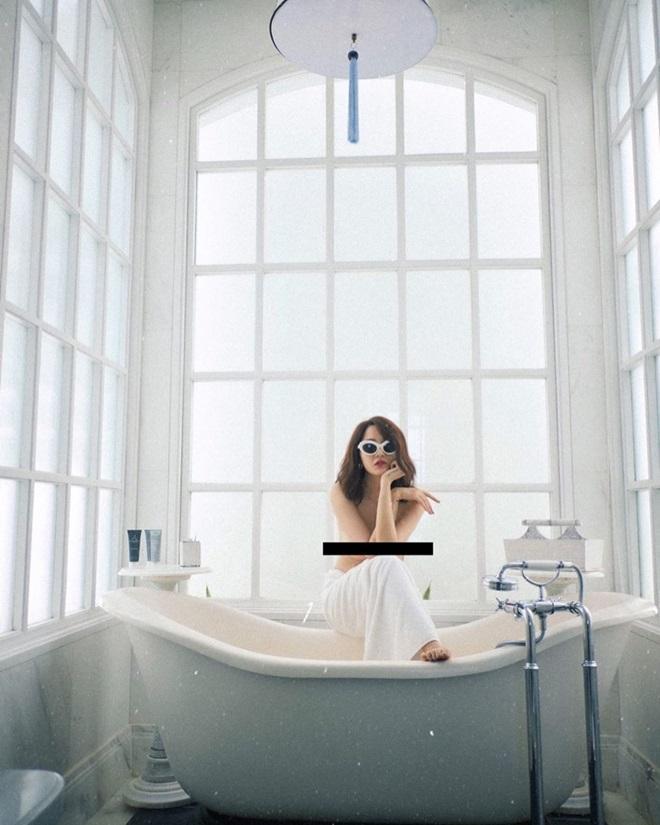 """Bảo Anh, Minh Hằng khoe ảnh bán nude nhưng chưa """"choáng"""" bằng hot girl 10X này - 1"""