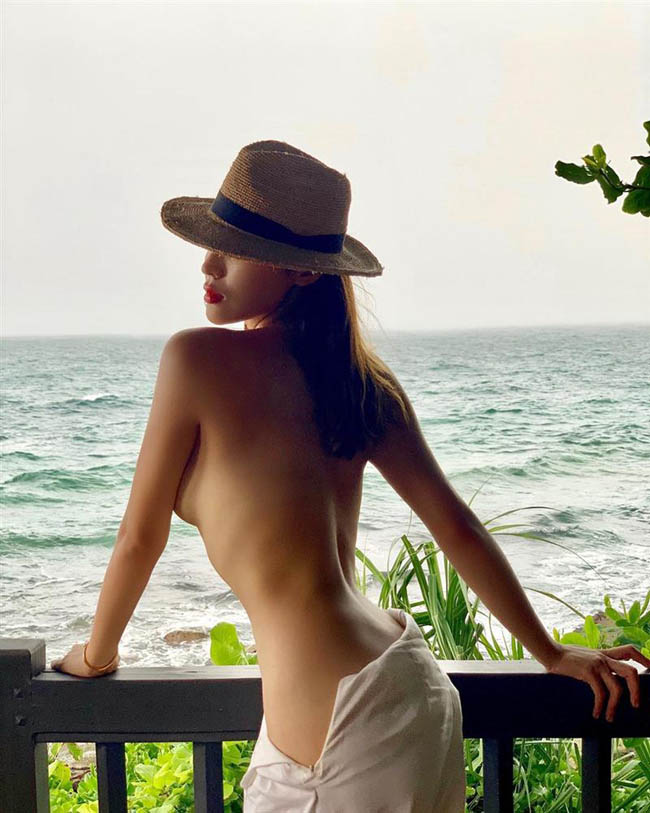 Việc không mặc áo ngực, để lộ thiên thoải mái vòng 1 là thói quen gần như hay được Kỳ Duyên áp dụng.