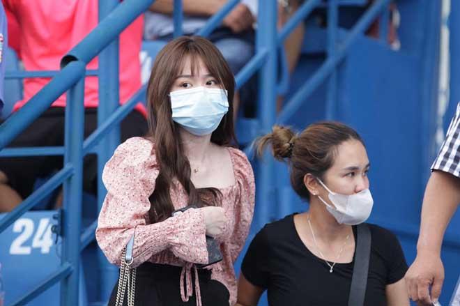 Bạn gái Quang Hải đến sân Bình Dương, Huỳnh Anh chưa dứt tình sau scandal? - 1