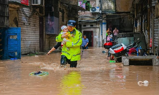 Video: Cận cảnh lũ lụt tồi tệ nhất ở miền nam Trung Quốc trong 80 năm - 1