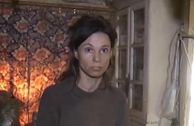 Hình ảnh đáng sợ của cô gái bị mẹ nhốt trong nhà, bắt ăn thức ăn mèo suốt 26 năm - 1