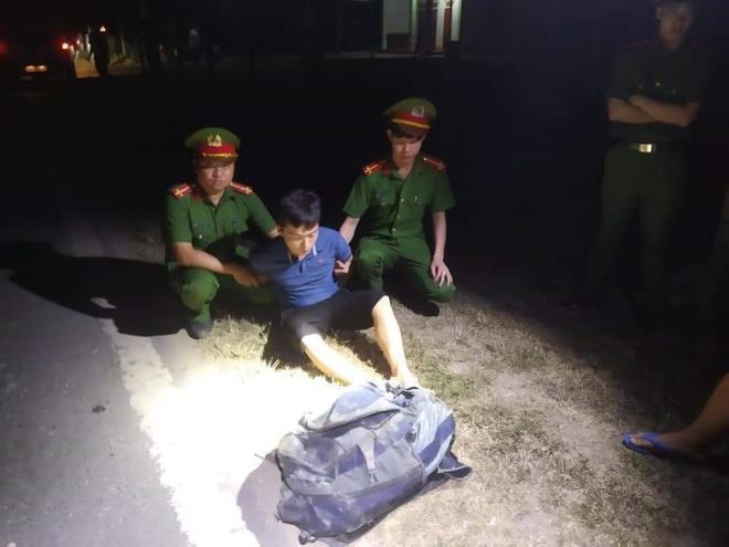 Truy đuổi hơn 40km bắt giữ 2 đối tượng vận chuyển 30kg ma túy - 1
