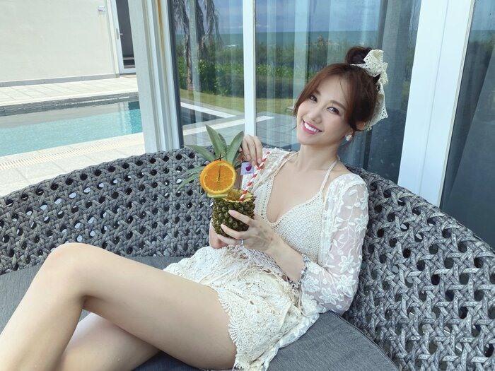 Hari Won diện bikini khoe dáng nuột nà khiến chị em cũng phát ghen - 2