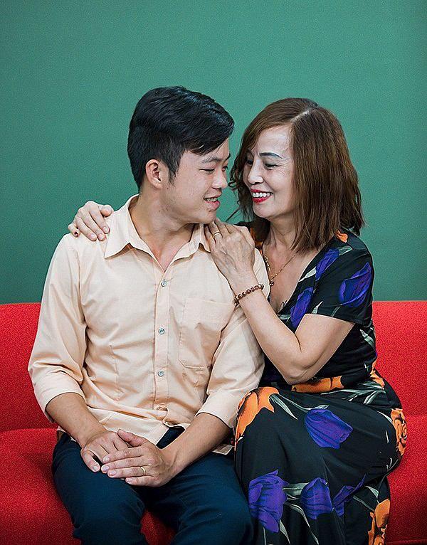 """""""Cô dâu 62 tuổi Cao Bằng"""", """"bà lão 65 tuổi lấy chồng Tây""""... bất chấp """"đập mặt xây lại"""" - 1"""