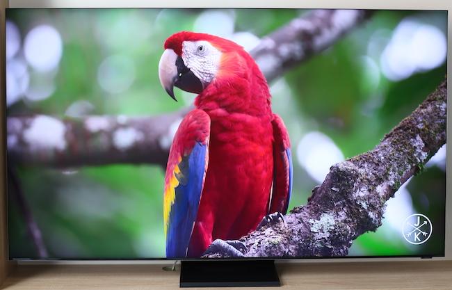 Trong dải sản phẩm TV đời 2020, Samsung cũng đã giới thiệu dòng TV QLED8K vô cực của mình. Trong ảnh là chiếcQA65Q950TSkích thước 65-inches, có giá 119,9 triệu đồng.