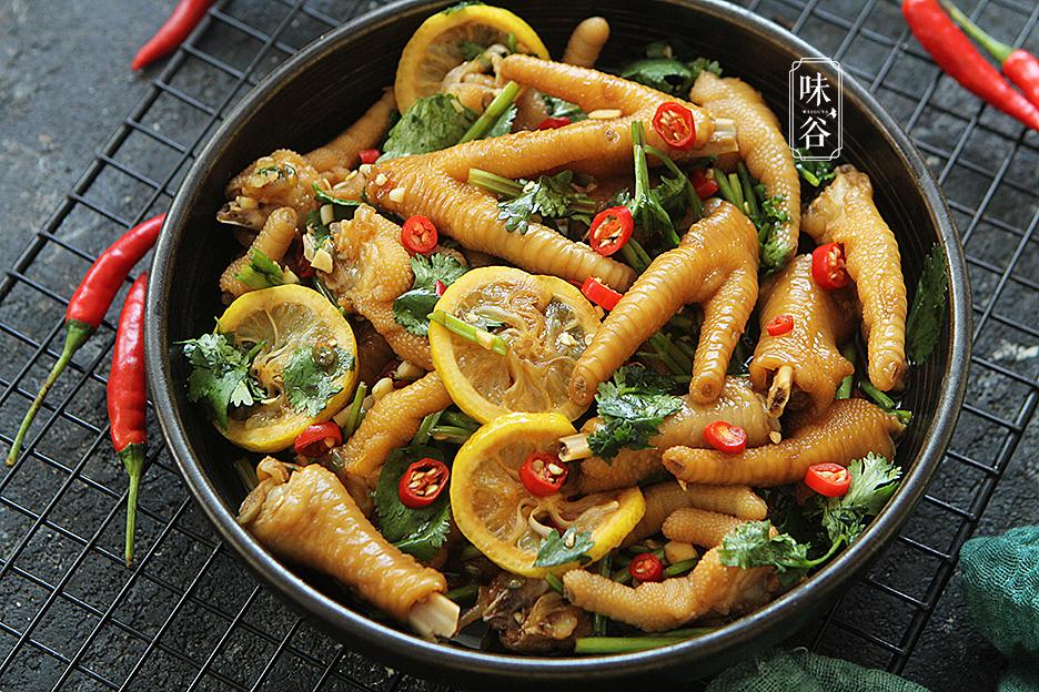 Muốn món chân gà trộn có vị ngon đặc biệt, hãy thêm 2 loại trái cây này - 1
