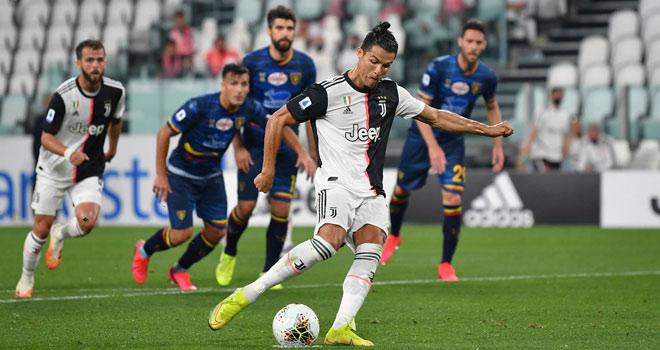 Ronaldo diện đồ như gã hề: Dàn sao Juventus và các fan mỉa mai ra sao? - 1