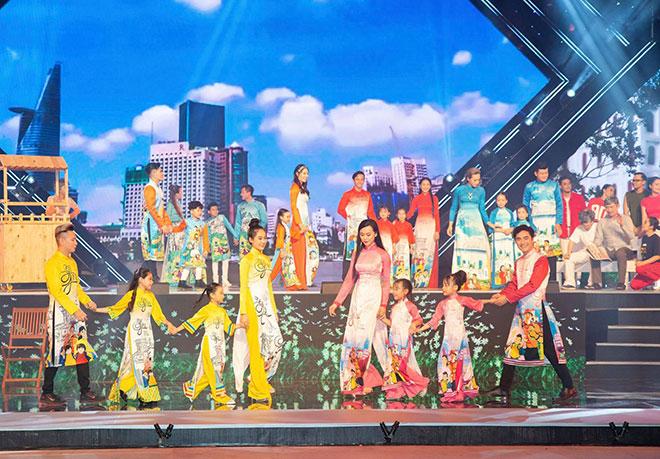 """Tạ Linh Nhân cùng thương hiệu áo dài Dorii mang """"Lời Yêu Thương"""" lên sân khấu nghệ thuật - 1"""