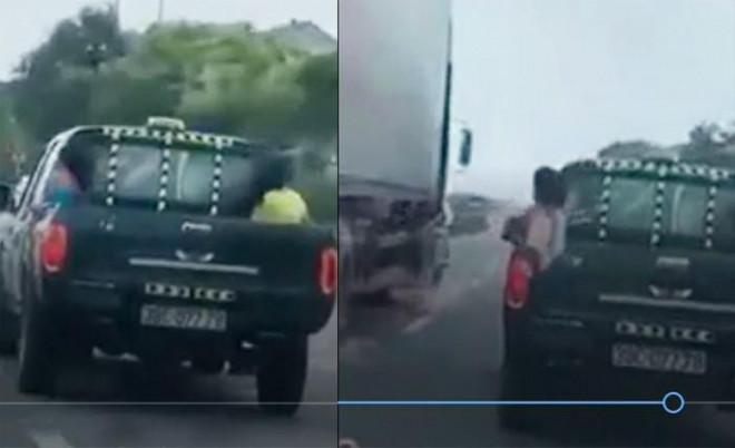 Truy tìm tài xế xe bán tải chở trẻ con sau thùng, phóng bạt mạng trên QL1 - 1