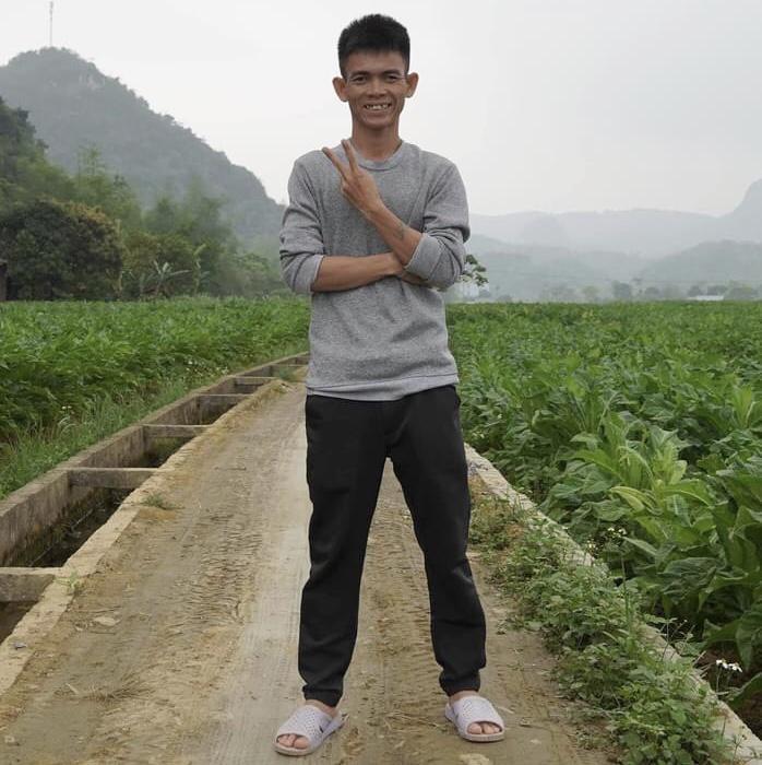 """""""Chàng trai chăn bò Bình Định"""" vượt mặt Sơn Tùng khoe bạn gái, tiết lộ thân thế bất ngờ - 1"""