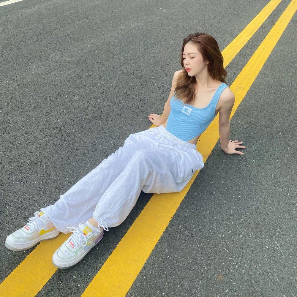 Liz Kim Cương khéo phối bodysuit với jean - 1