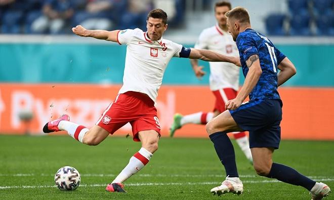 "Video Ba Lan - Slovakia: Lewandowski ""mất tích"", thẻ đỏ tai hại (EURO 2020) - 1"