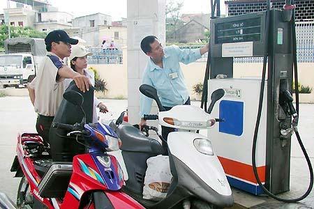 Giảm giá xăng dầu từ 19h ngày 2/7 - 1