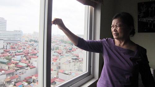 Cửa sổ chung cư: Cái bẫy chết người - 1