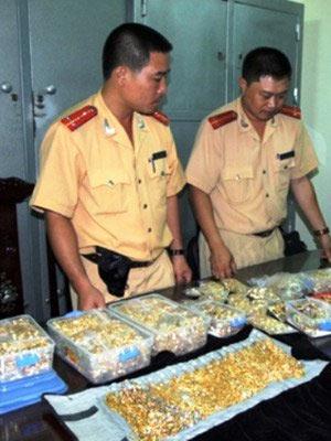 Thu giữ hơn 19 kg kim loại nghi là vàng - 1