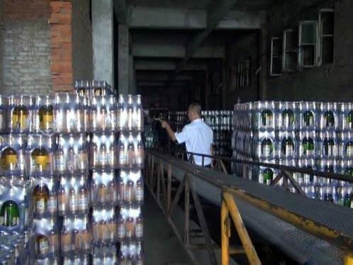 TQ: Phát hiện bia giả chứa chất gây ung thư - 1