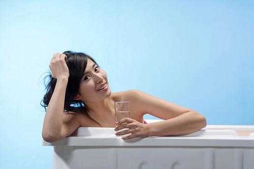 Tắm nhiều cũng bị ung thư da - 1