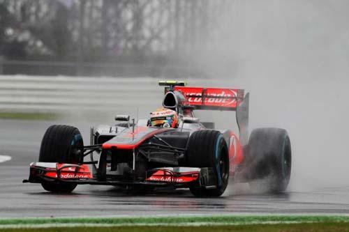 F1 - Chạy thử British GP: Hamilton lội nước nhanh nhất - 1