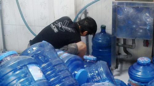 Nước uống đóng chai nhiễm khuẩn mủ xanh - 1