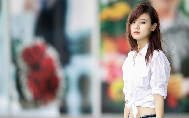 Midu được biết đến là một trong những hotgirl thuộc thế hệ cuối 8X. Cô sinh năm 1989