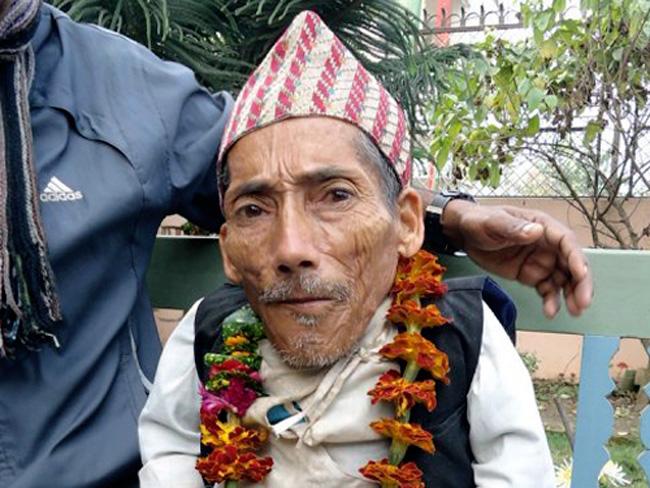 Cụ ông Chandra Bahadur Dangi, 72 tuổi, người Nepal, đang sắp được các chuyên gia Kỷ lục Guinness trao danh hiệu người đàn ông lùn nhất thế giới. Ông chỉ cao vỏn vẹn 56 cm.