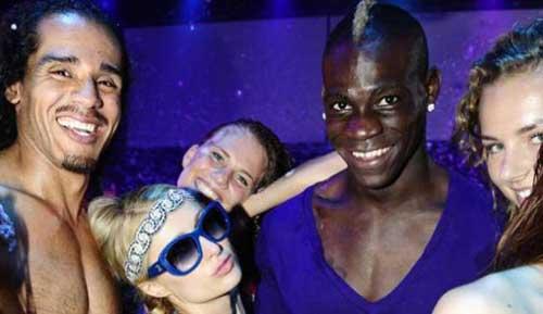 Balotelli thác loạn cùng Paris Hilton - 1