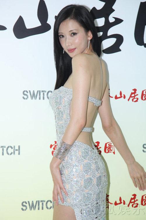 Bối rối vì lưng trần sexy của Chí Linh - 1
