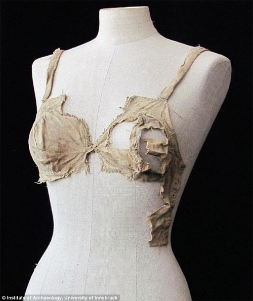 Phát hiện bộ đồ lót hơn 500 tuổi - 1