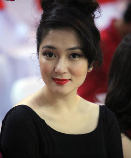 Những làn môi hút hồn của showbiz Việt - 1