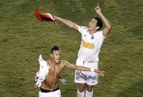 Neymar muốn Ganso ở lại Santos - 1