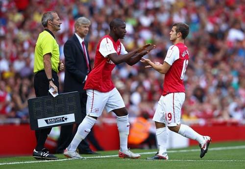 Arsenal tìm danh hiệu không cần tiền - 1