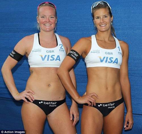 Olympic: Mặc bikini phục vụ khán giả - 1