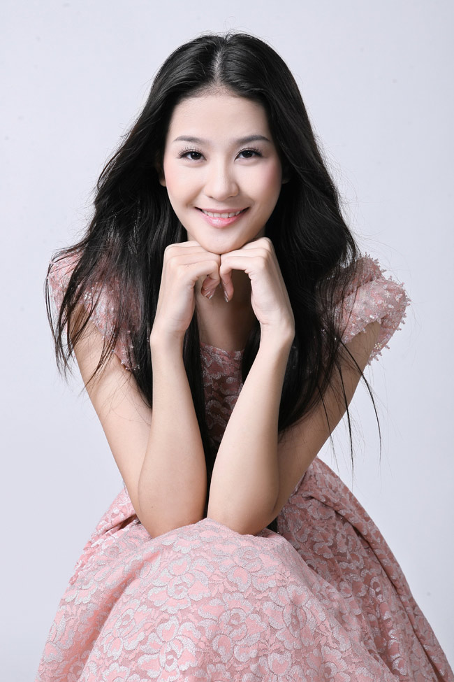 Nét xinh tươi rạng ngời của người mẫu trẻ Hà Phương