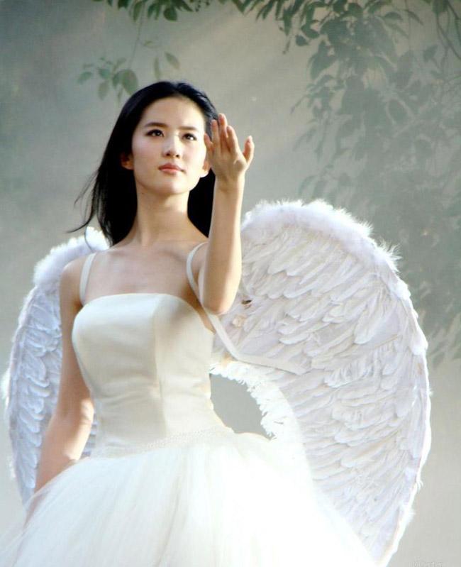 Lưu Diệc Phi sinh ngày (25 tháng 8 năm 1987) là một nữ diễn viên Trung Quốc.