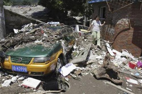 """TQ: Cơn mưa lớn """"dìm"""" chết gần 40 người - 1"""