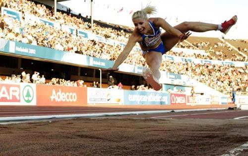 Bị đuổi khỏi Olympic vì phân biệt chủng tộc - 1
