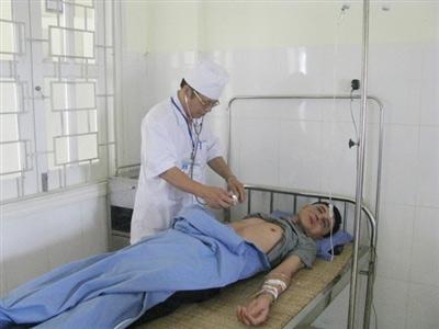 Người nhà bệnh nhân hành hung bảo vệ BV - 1