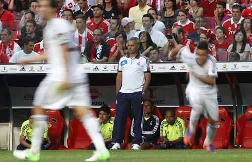 Real thua thảm, Mourinho bình thản - 1