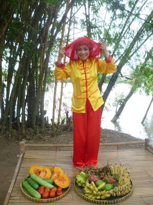 Phương Thanh vào vai bà nông dân lạc hậu - 1