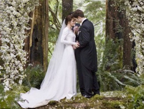 Pattinson chưa kịp cầu hôn đã bị phản bội - 1
