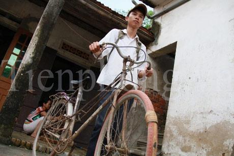 Chiếc xe đạp tàn tạ của thủ khoa ĐH Dược - 1