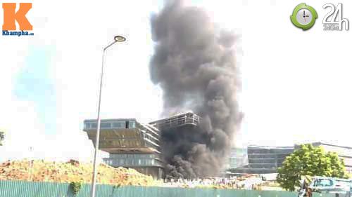 Cháy lớn ở công trình khách sạn 5 sao - 1