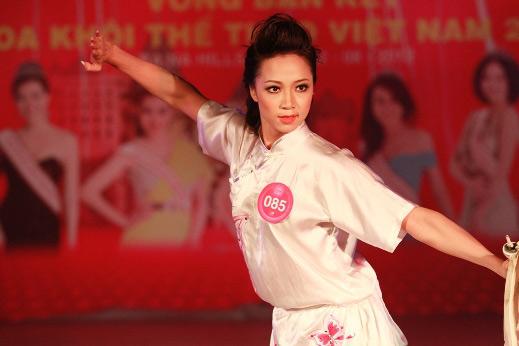 Sôi động vòng bán kết Miss Sport - 1