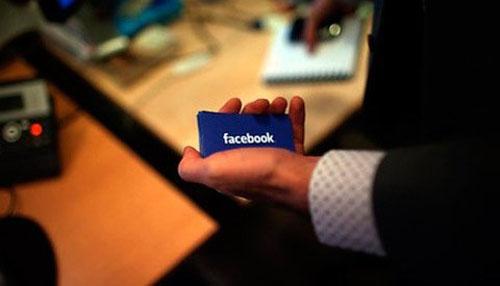 Cổ phiếu Facebook rớt thảm vì 83 triệu tài khoản giả - 1