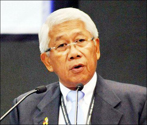 Philippines đề nghị TQ gỡ dây chắn ở Biển Đông - 1